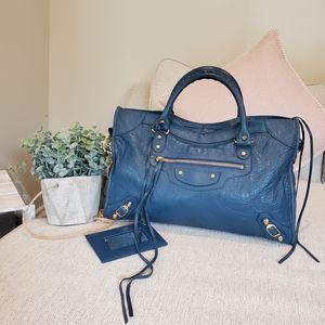 Almost new Balenciaga Classic City leather purse